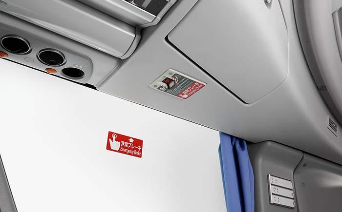 客席・非常ブレーキスイッチ(左右の最前列上部に設置)