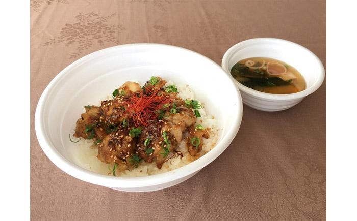鶏もも肉のピリ辛丼 1,000円(税込)