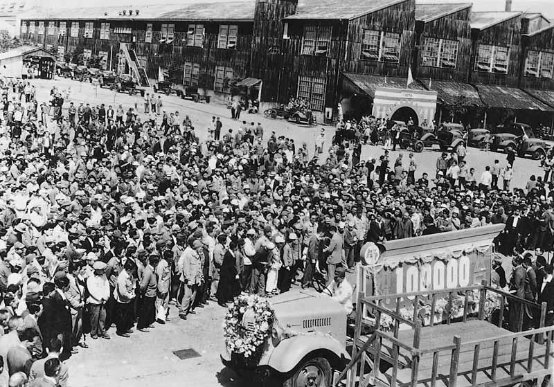 生産累計10万台達成の様子(1947年)