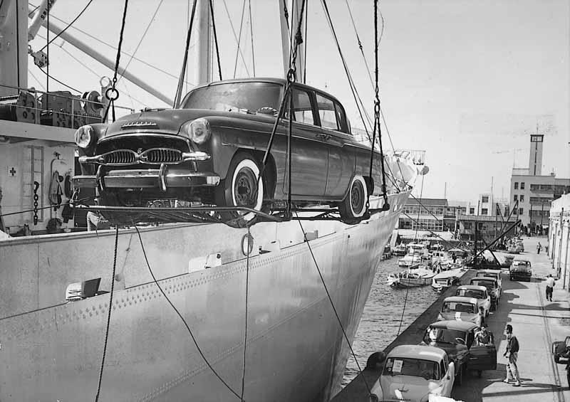 アメリカ向け「トヨペット クラウン」の船積み(1958年)