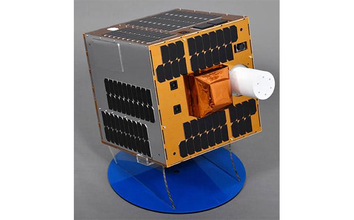実証衛星(1/2模型)