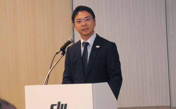 発表会の冒頭に挨拶するDJIジャパンの呉韜社長