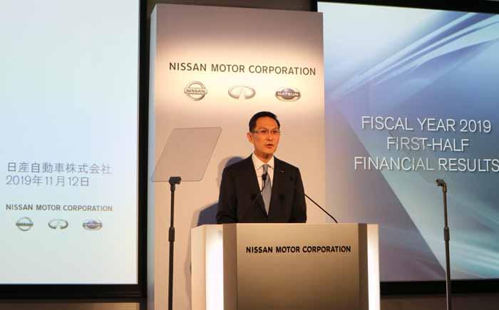 中間決算の説明をするスティーブン・マー次期日産自動車最高財務責任者(CFO)