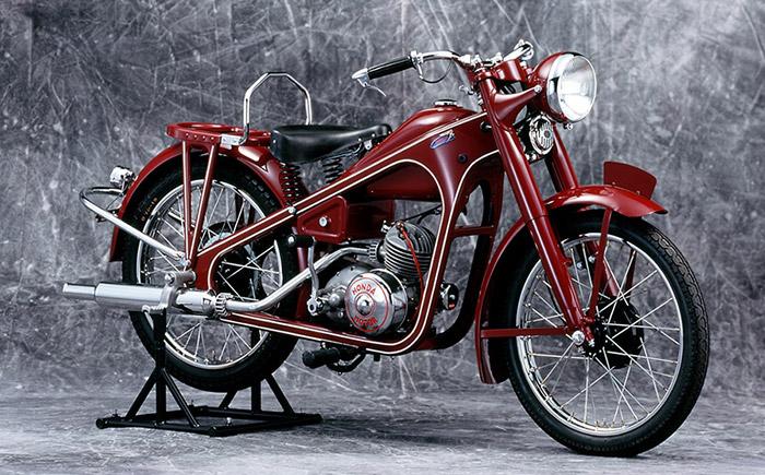 1949年 ドリームD型(本格的な二輪車の第一号モデル 生産国:日本)