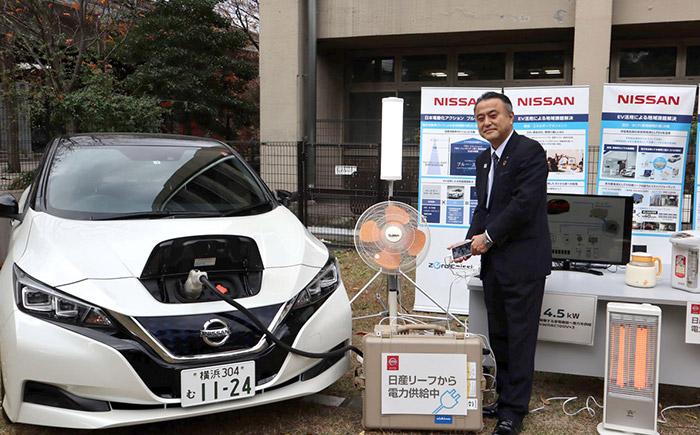 横浜市小林副市長による電気自動車からの給電デモンストレーションの様子