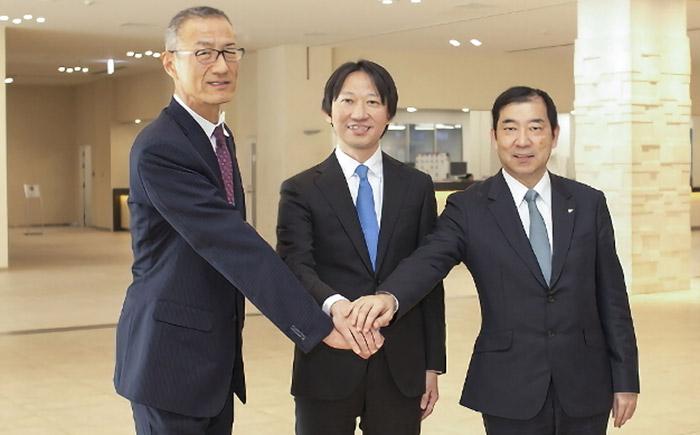 左から、TAC代表取締役社長の村井義之氏、USS代表取締役社長兼最高執行責任者(COO)の瀬田大氏、豊田通商グローバル部品・ロジスティクス本部COOの堀崎太氏。