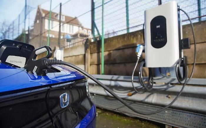 ロンドン・イズリントン特別区に設置された双方向充電器 sospeso & charge
