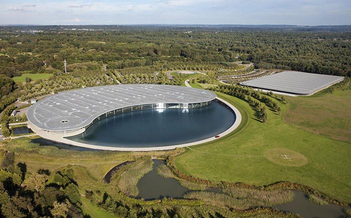 マクラーレン・英国サリー州ウォーキングのマクラーレン・プロダクション・センター(MPC)外観