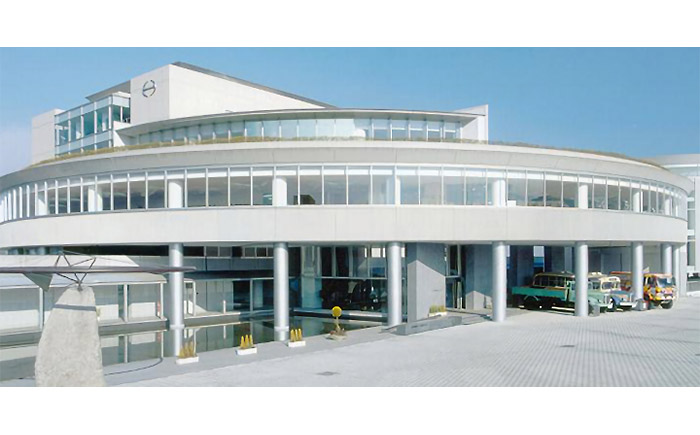 日野自動車21世紀センター(日野オートプラザ)外観