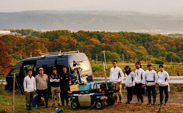 農業用UGVの実験を行ったヤマハ発動機の技術チーム。