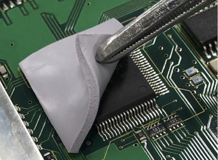 信越化学工業のEV・HEV向け放熱用シリコーン材料が持つ優位性