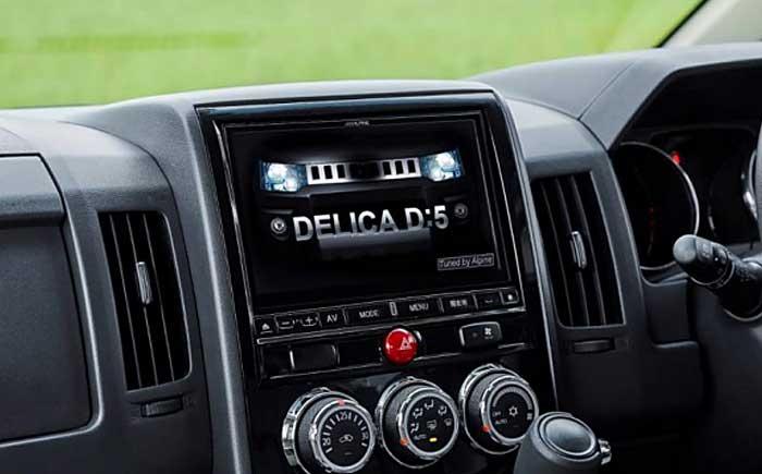 アルパインの最新カーナビやサウンドシステムなどもフルシステムで装着。